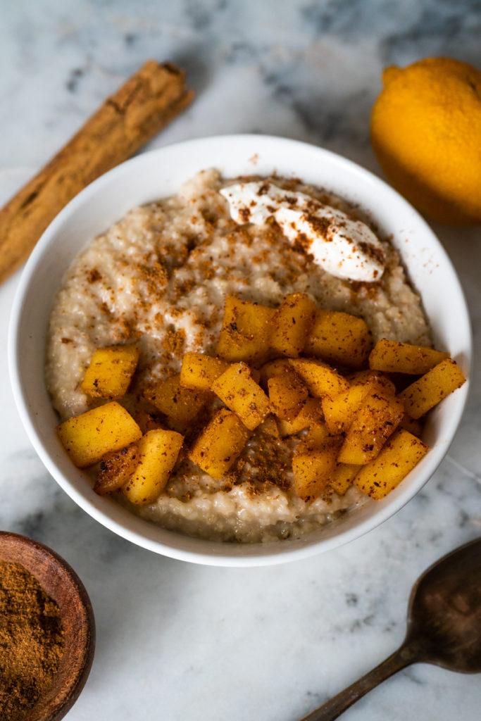 oat bran with cinnamon apples